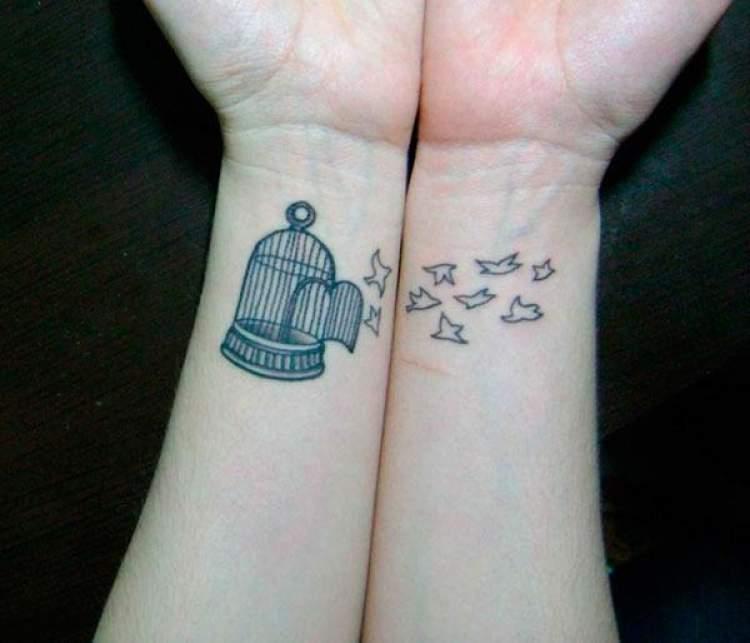 Tatuagens de mãe e filha que se completam