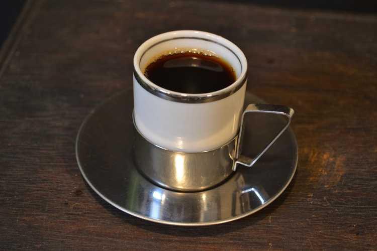 Café é um dos alimentos que devem ser cortados por quem tem azia ou refluxo