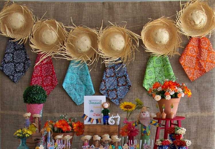 Chapéus e objetos com palha