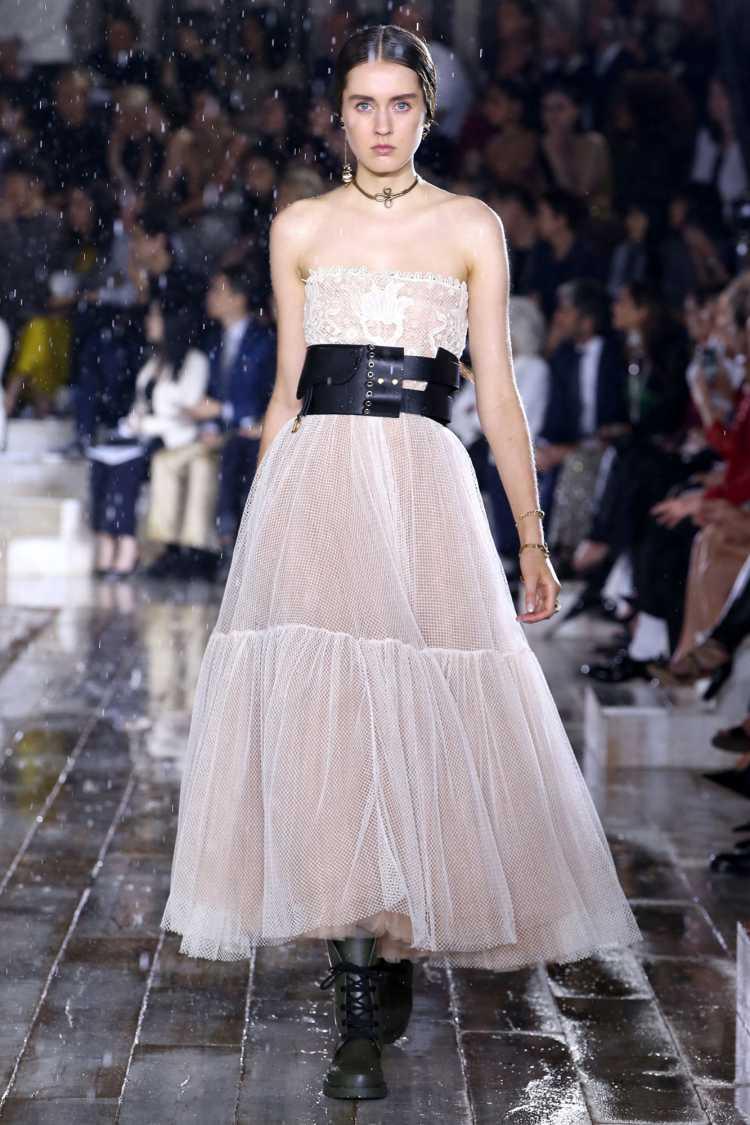 Dior aposta na renda para 2019