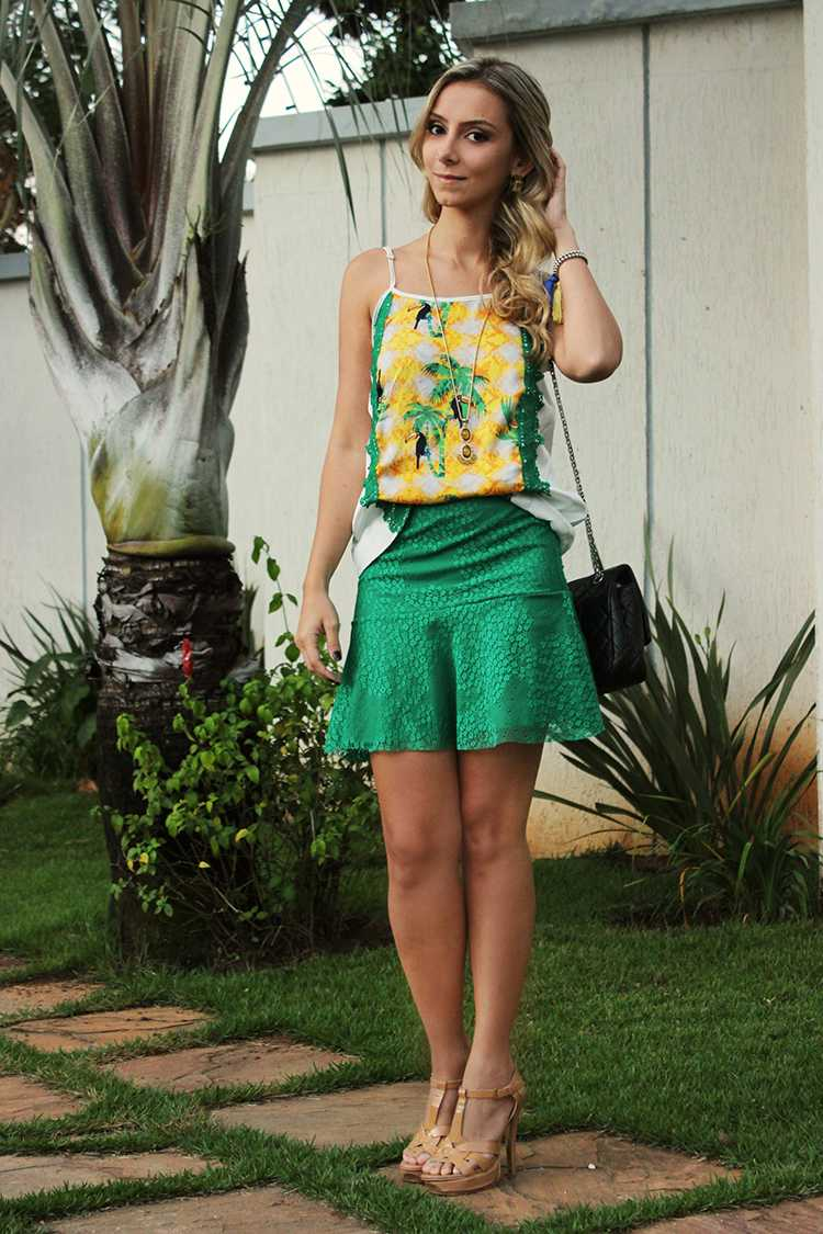Look camiseta e saia