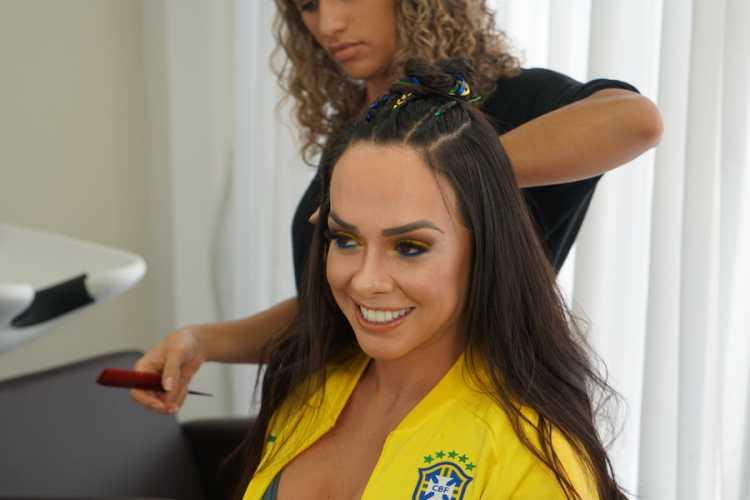 Renata Spallicci mostra tendências de maquiagem e cabelo para curtir a Copa do Mundo