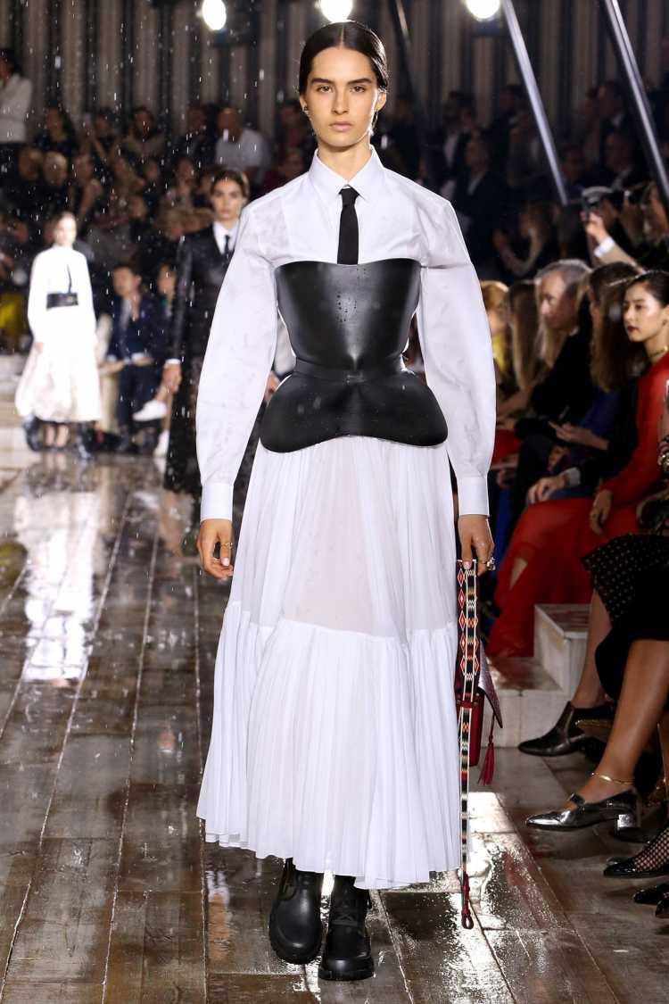 Cinto de couro entre nas tendências da moda 2019