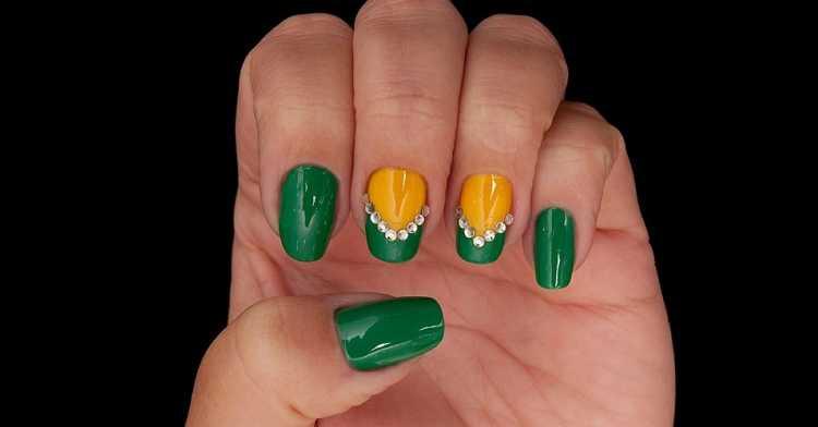 Decoração de unhas nas cores verde e amarelo