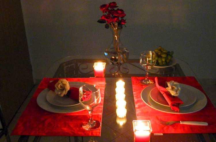 Jantar romântico é um dos programas baratos para fazer com o seu amor no Dia dos Namorados