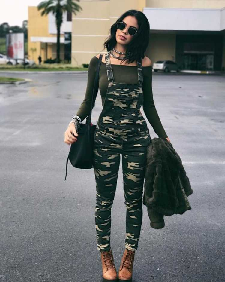 Look com a estampa militar