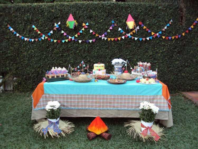 Mesas ao ar livre para decorar uma festa junina