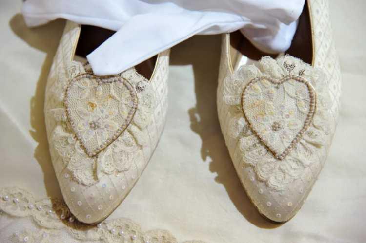 Os sapatos utilizados pela princesa Diana no casamento com o Príncipe Charles
