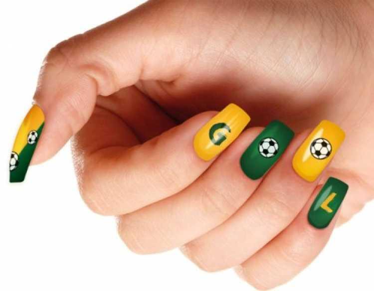 unhas adesivadas para torcer pelo Brasil na copa