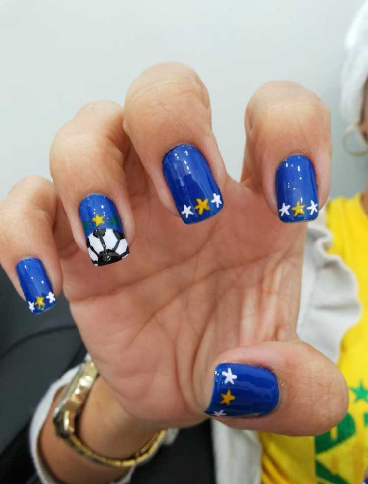 Unhas decoradas para torcer pelo Brasil