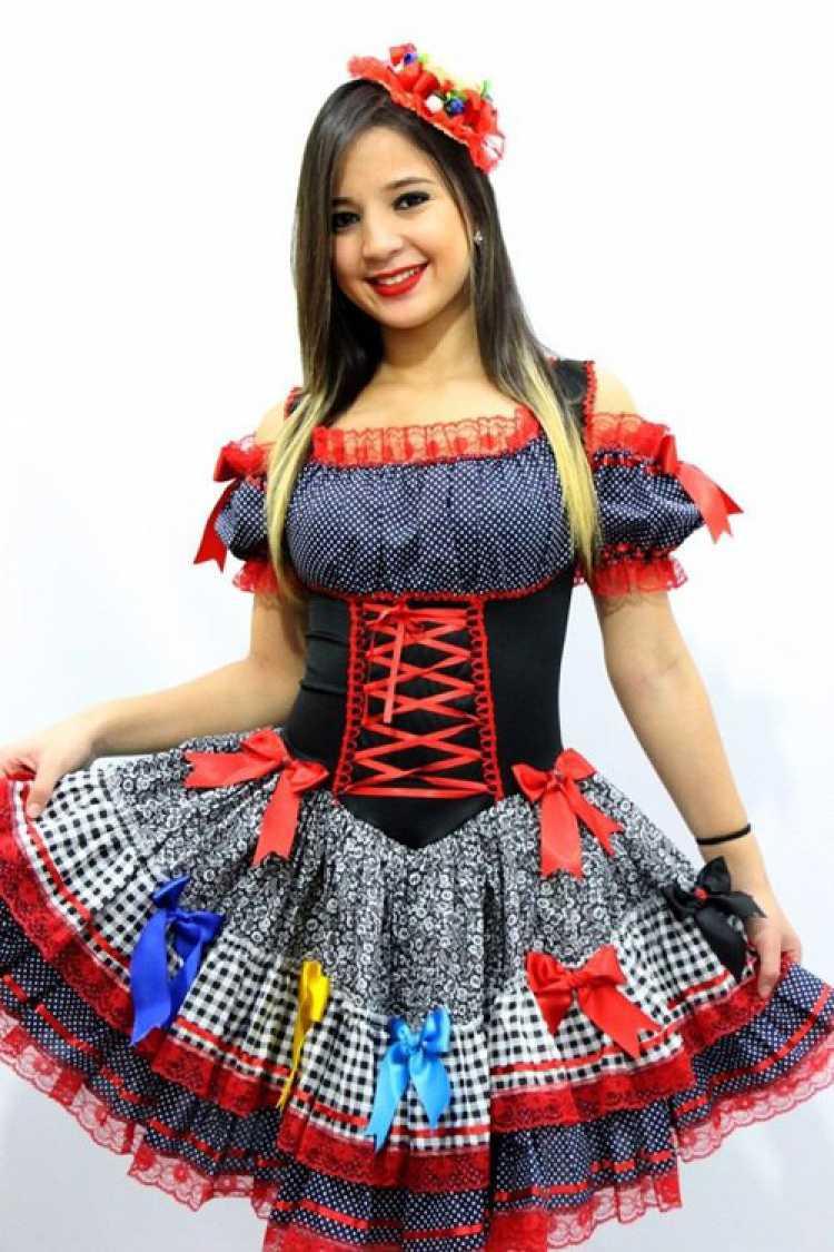 Vestido com laços para festa junina