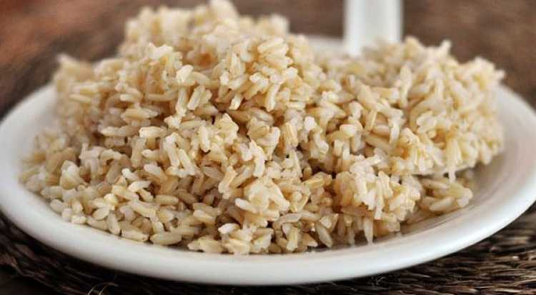 Arroz Integral é um dos alimentos incríveis que vão te ajudar a dar adeus aos pneuzinhos