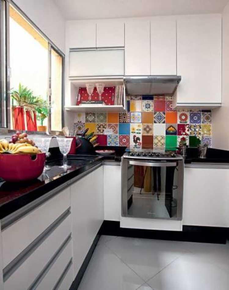 Usando as cores para decorar uma cozinha pequena