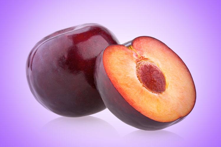 Ameixa é um dos alimentos incríveis que vão te ajudar a dar adeus aos pneuzinhos