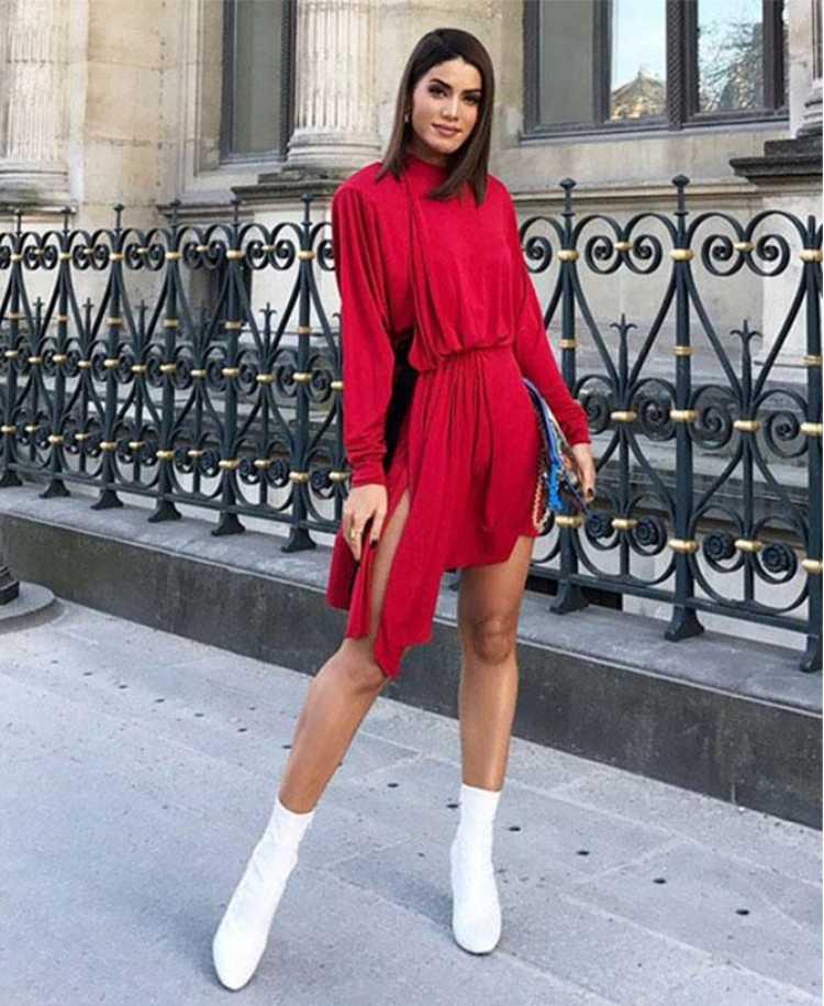 Look vermelho com bota branca