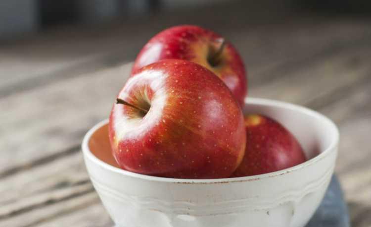 Maça é um dos alimentos essenciais para a saúde dos seus olhos