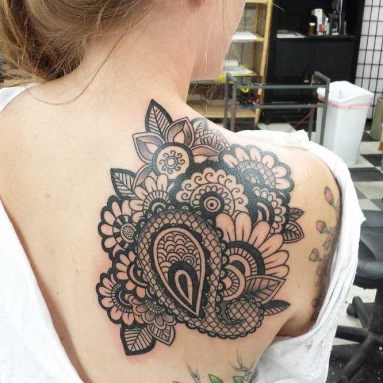 Tatuagem feminina bonita