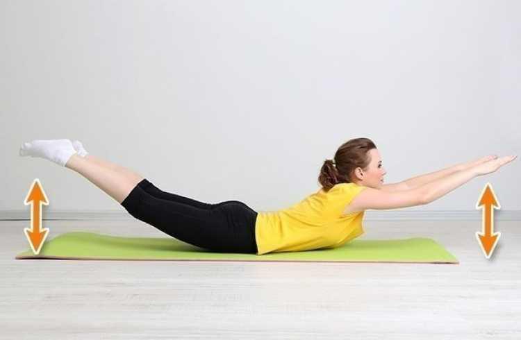 Canoa é um dos melhores exercícios para reduzir as gordurinhas nas costas e cintura