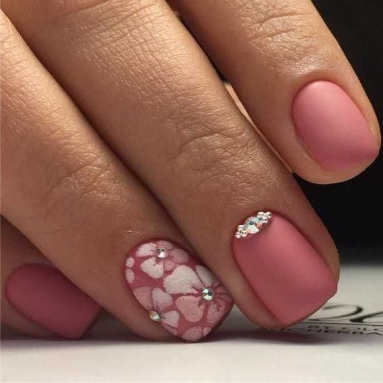 Foto de unhas decoradas com esmalte fosco