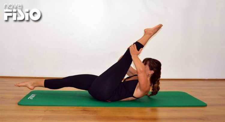 Elevação de pernas é um dos exercícios para acabar de vez com a dor nas costas em 9 minutos