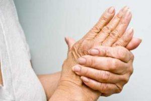 A artrite causa dor, inchaço, vermelhidão, dificuldade de movimentos e, até mesmo deformações. Descubra como aliviar os sintomas da artrite em casa.