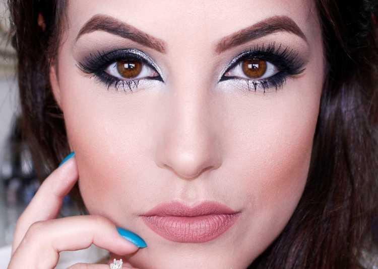 Olhos esfumados com sombra prata é uma das maquiagens lacradoras para o Réveillon
