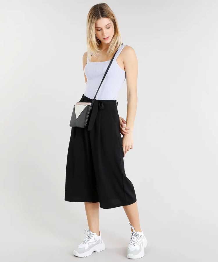 Pantacourt é uma das opções para usar roupa preta no verão sem passar calor