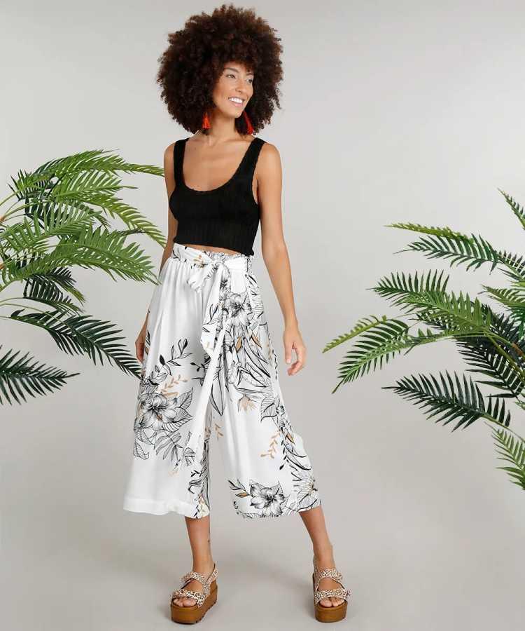 Top cropped é uma das opções para usar roupa preta no verão sem passar calor