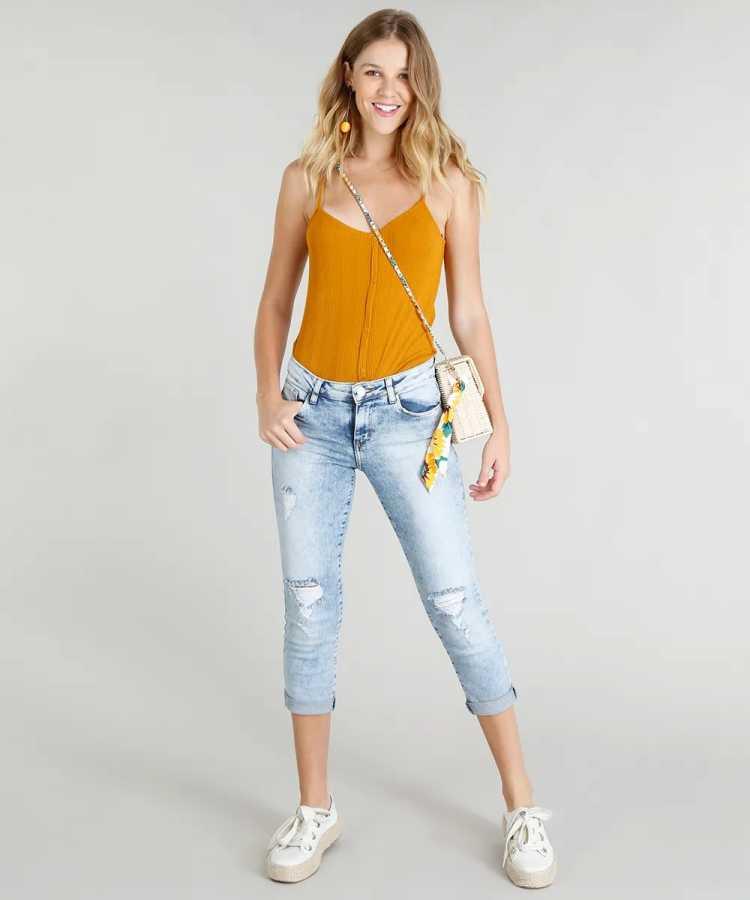 calça cropped é uma das calças para usar no verão e não sofrer com o calor