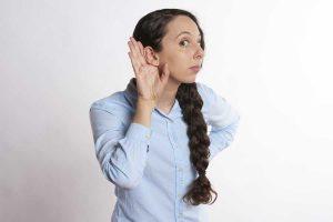 causas da orelha esquerda queimando