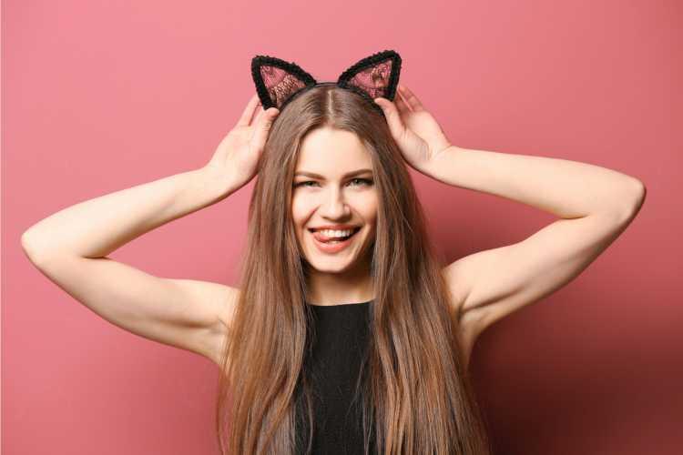 Orelhas de gatinho é um dos acessórios de cabelo para carnaval