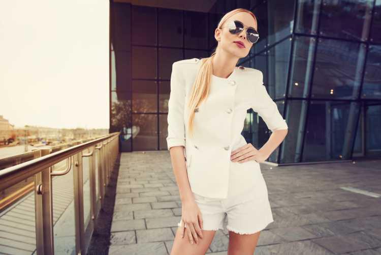 blazer e short de alfaiataria branco abotoado