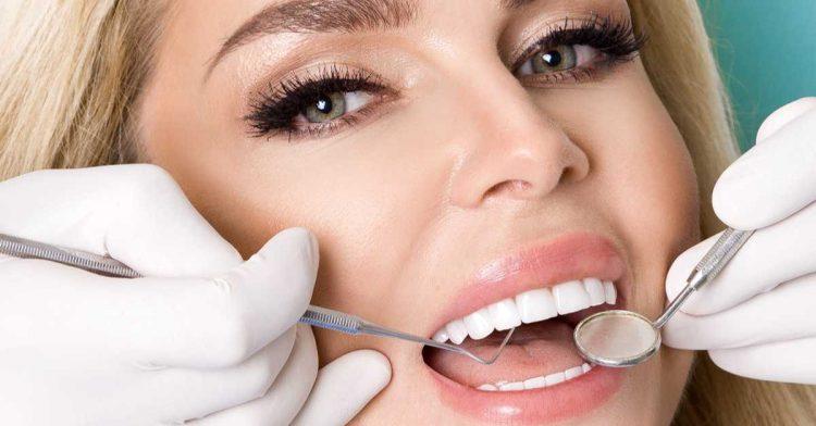 ef7c69f47 Porque os artistas recorrem a todas essas técnicas para ter dentes mais  bonitos?