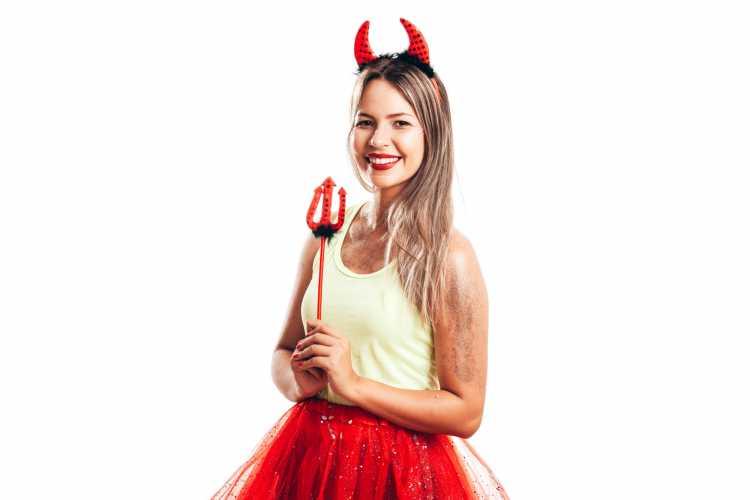 tiara de diabinha é um dos acessórios de cabelo para carnaval