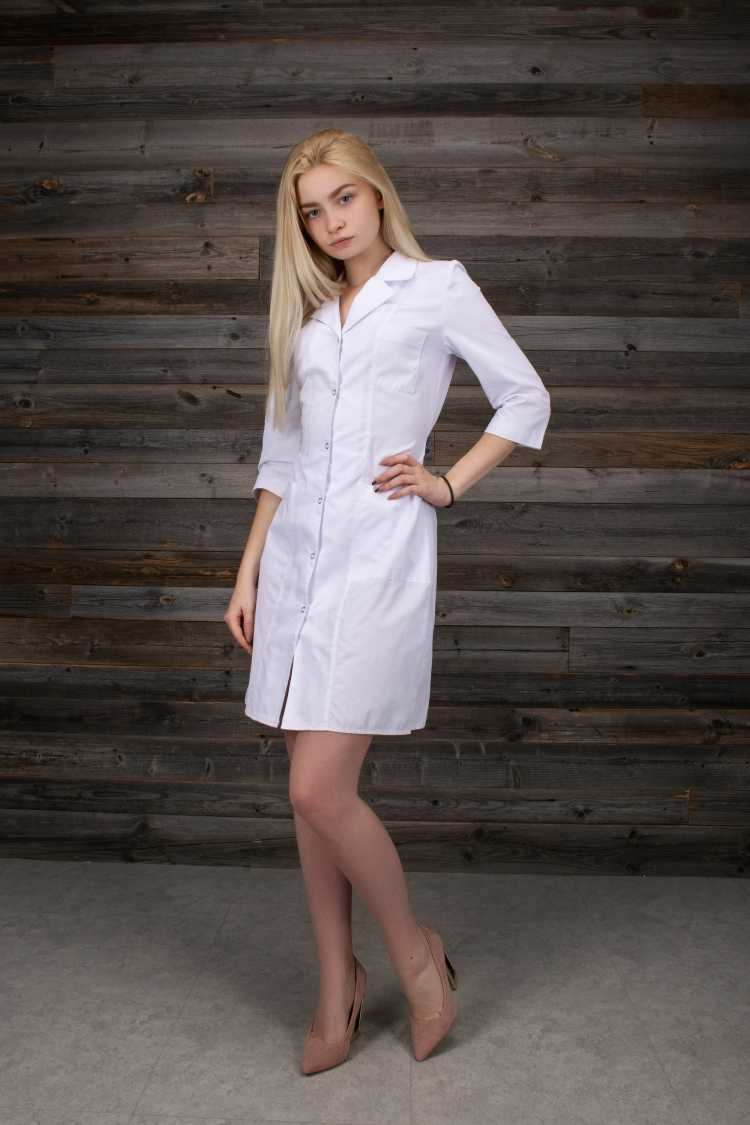 vestido de botões na frente branco com salto