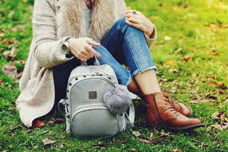 Bolsas e mochilas é um dos objetos de casa que são muito sujos