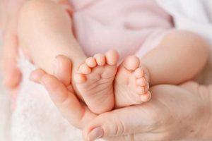 Como saber se o bebê está sentindo frio ou calor