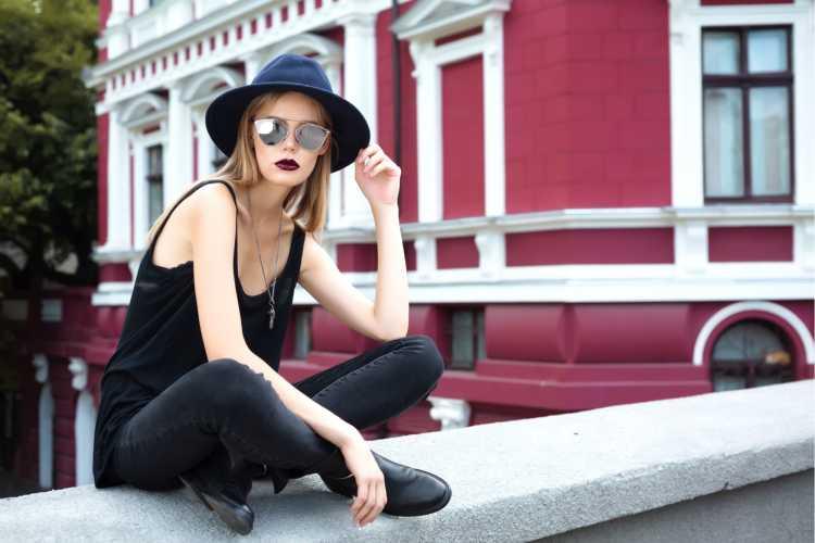 Como se vestir para ir a um show de rock com blusa preta de alcinha