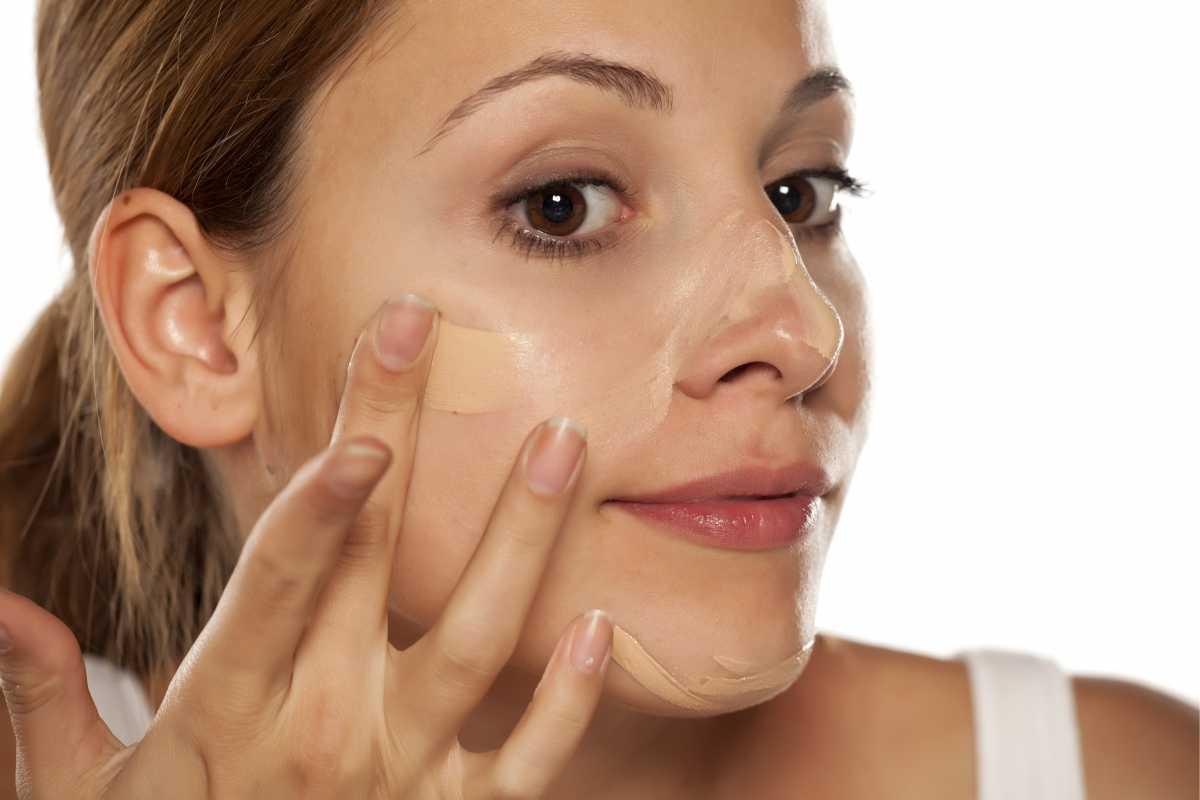 Como usar a base para evitar um grave erro de maquiagem