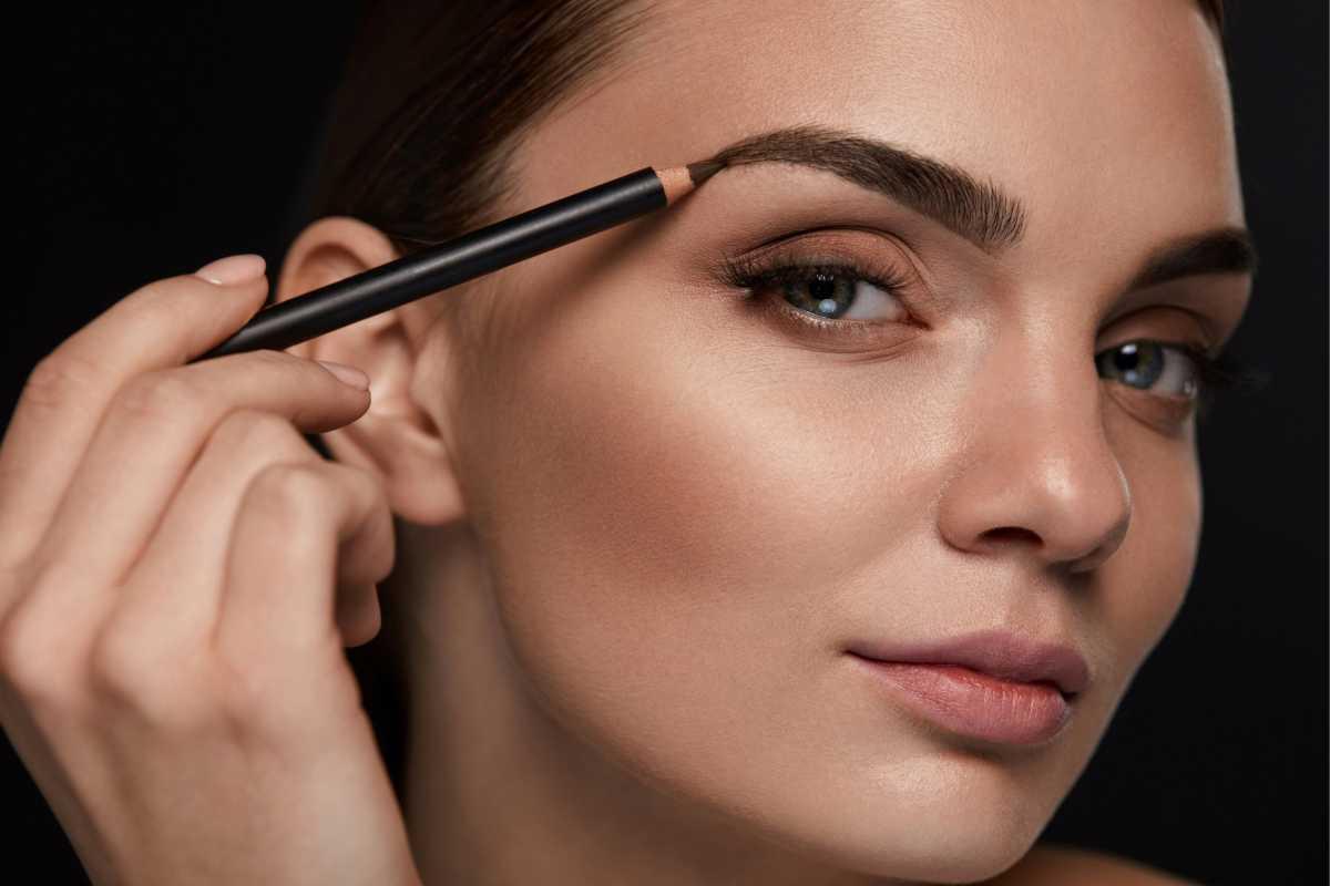 Além de estar com as sobrancelhas feitas a maquiagem para fotos pede uma definição e desenho para ficar ainda mais bonita.