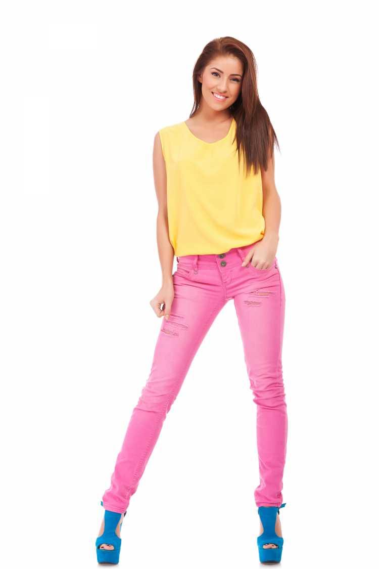 Looks com Mix de Cores com amarelo azul e cor de rosa
