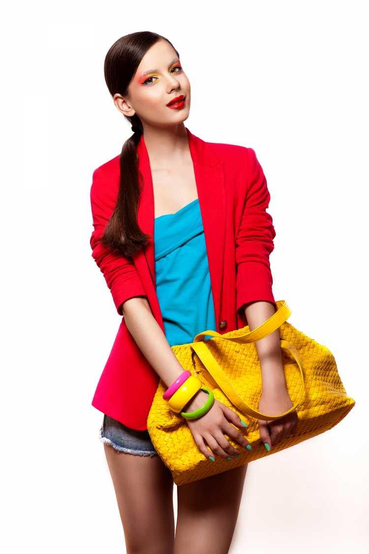 Looks com Mix de Cores com amarelo, azul e vermelho