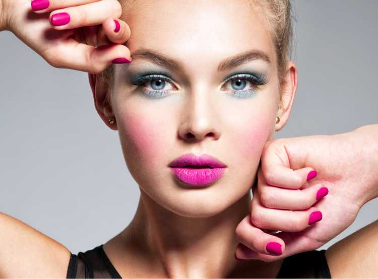 Maquiagem para sessão de fotos com batom rosa
