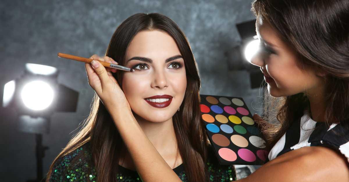 Maquiagem para sessão de fotos com delineado