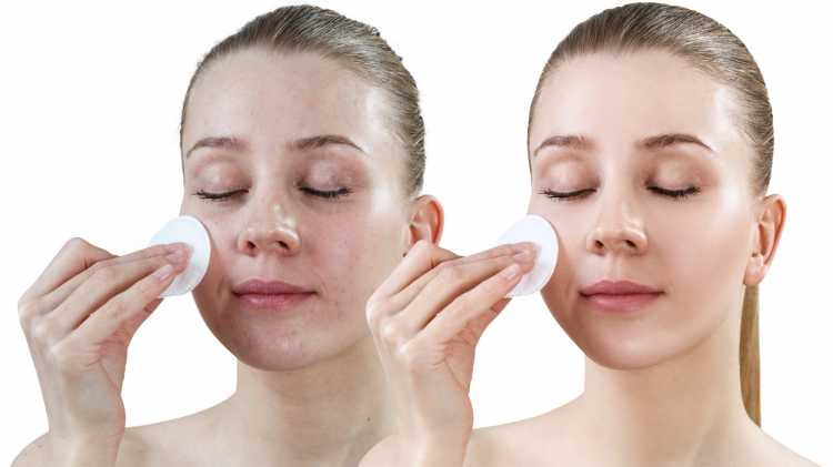 Maquiagem para sessão de fotos limpando o rosto