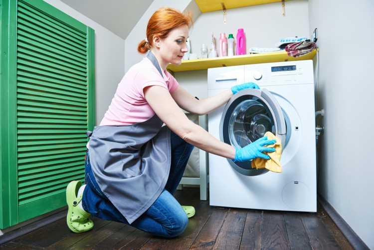 Máquina de lavar roupa é um dos objetos de casa que são muito sujos
