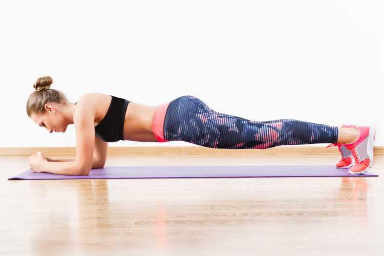 Plank é um dos exercícios para queimar gordura visceral