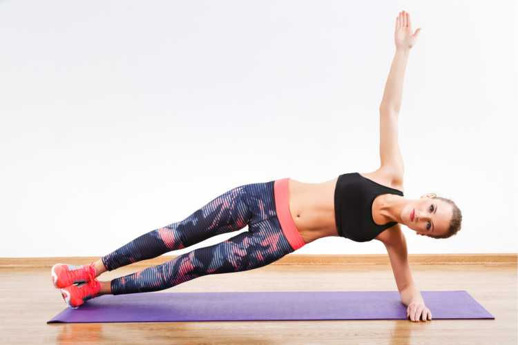 Prancha com braço estirado é um dos exercícios para queimar gordura visceral
