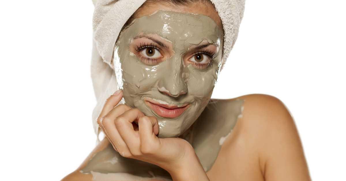 Máscara de argila, pepino e iogurte para tratar a pele oleosa