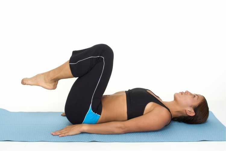 exercício abdominal inverso é um dos exercícios para queimar gordura visceral
